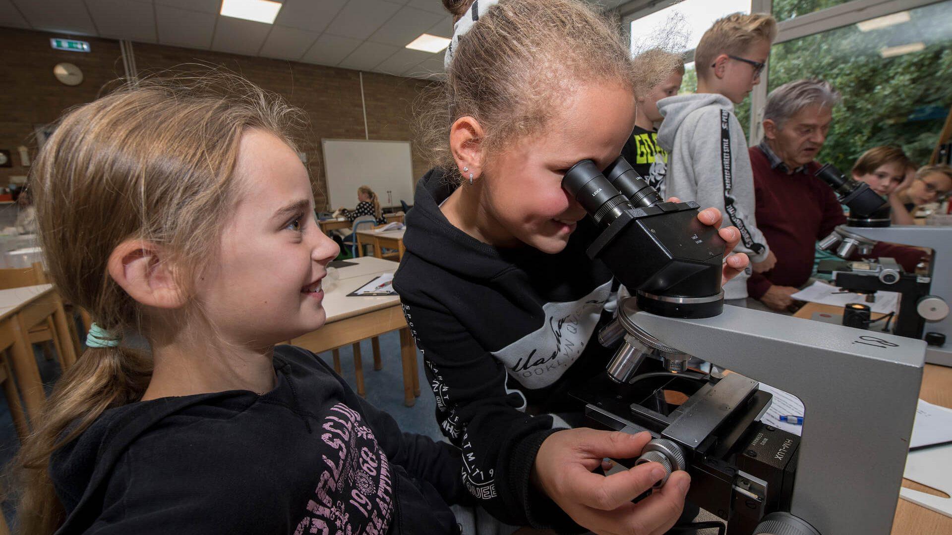 Kinderen experimenteren met techniek