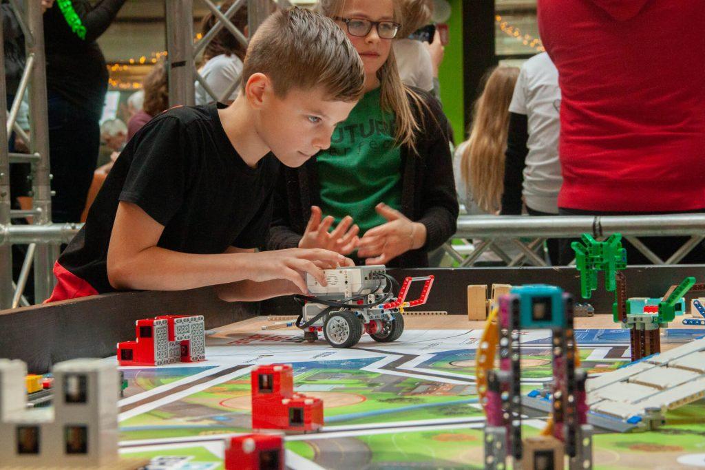 tech gelderland lego league jongen en meisje